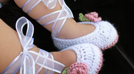 Crochet baby girl ballerina slippers! So Adorable!