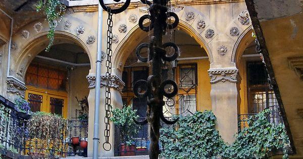 art nouveau building, terézváros, budapest, hungary | travel photography