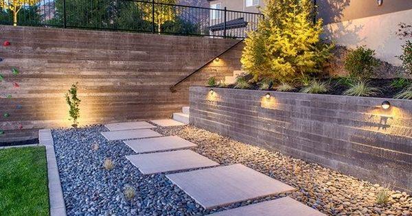 ideen gartenwege gestalten mit stein kies rechteckige trittsteine beleuchtung mauern treppen. Black Bedroom Furniture Sets. Home Design Ideas