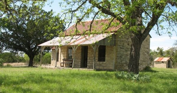 Texas hill country stone homes stone house texas hill for Texas hill country stone homes