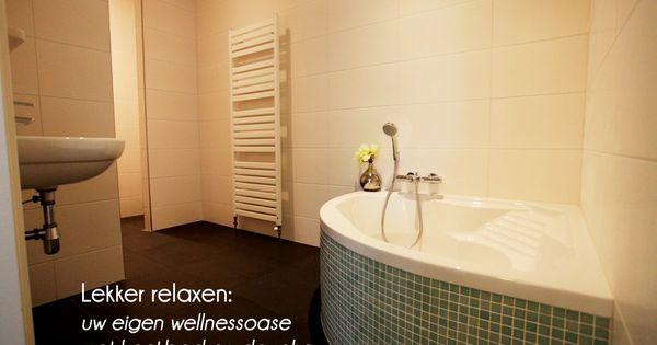 Betegeld hoekbad badkamer pinterest - Model badkamer betegeld ...