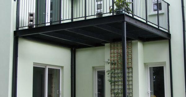 balcon et structure en acier sublimant votre ext rieur. Black Bedroom Furniture Sets. Home Design Ideas