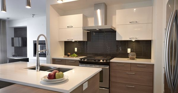 Armoire de cuisine thermoplastique et m lamine comptoir for Armoire de cuisine sherbrooke