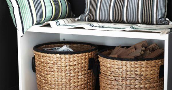 Banco peque o con cojines y cestos de ikea guardados - Ikea cestas cocina ...