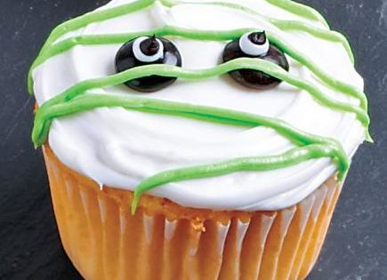 Cute and simple monster cupcake
