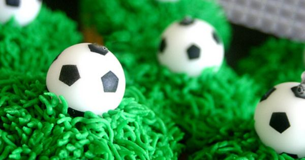 Soccer Cupcakes perfect for a FIFA WorldCup Birthday Party!