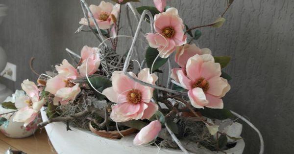 Nep bloemen in een grote witte bak een mooi pronkstuk for Decoratie op dressoir
