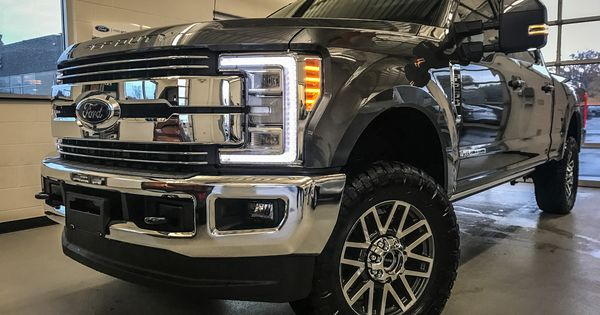 "2017 Ford Super Duty with 2.5"" Leveling Kit & 35"" Nitto ..."