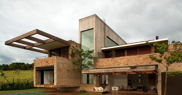 Casa moderna con revestimiento de ladrillo architecture - Casa de revestimientos ...