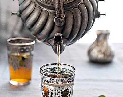 boissons th la menthe faire chauffer de l 39 eau verser 1 petit verre d 39 eau bouillante sur. Black Bedroom Furniture Sets. Home Design Ideas