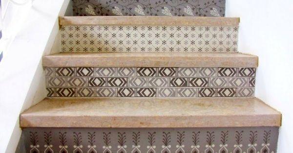 Je kunt veel leuke en creatieve dingen met trappen doen met verf behang tegels of hout kun je - Decoratie van trappenhuis ...