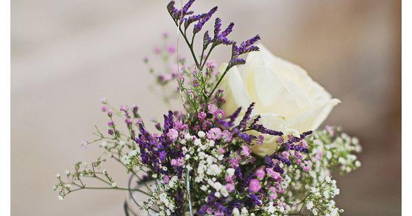 détail décoration église: pot de verre et fleurs suspendus  Floral ...