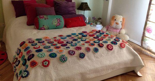 Pie de cama mantas colchas pinterest empanadas for Cuanto sale un sofa cama