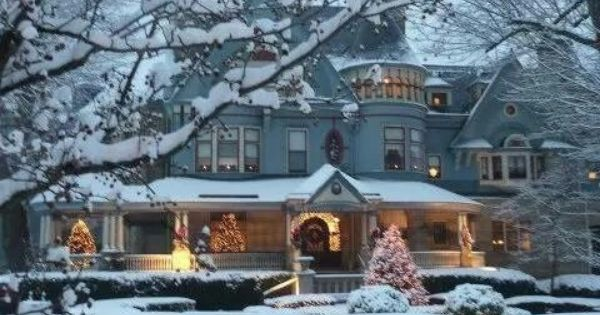 Elmhurst Decorated For Christmas Victorian Homes Christmas Home Mansions
