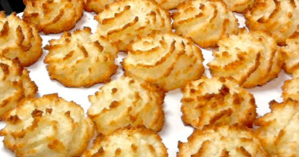 Coconut Kisses - kokosbusserl - coconut macaroons, traditional Austrian Christmas cookie.