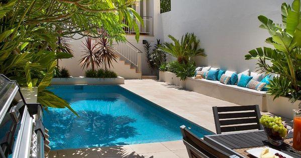 Jardin peque o y modrno con pileta decoracion patios for Patio pequeno con pileta