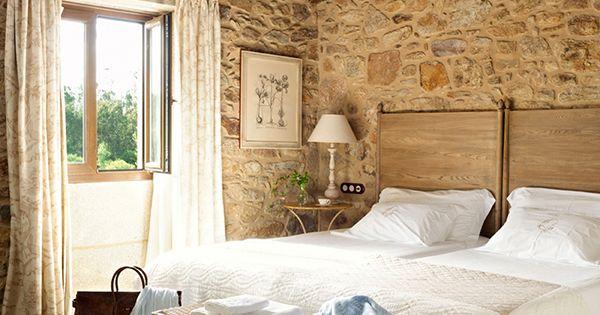 Dormitorio con recubrimiento de piedra rustico - Recubrimiento de piedra ...