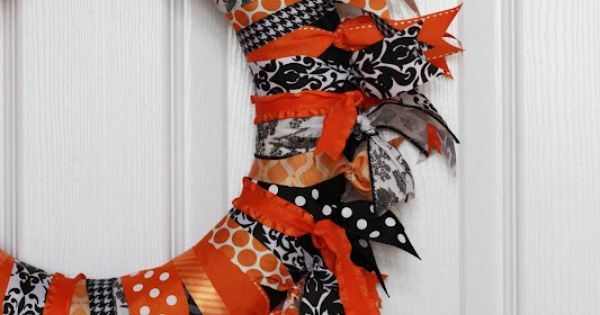 Fall Halloween Wreath - Im thinking cute Christmas ribbon for the holidays.