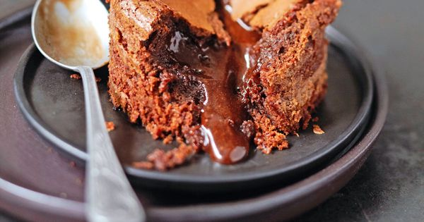 Le chef toil cyril lignac vous propose de pr parer un mi cuit au chocolat gr ce une recette - Recette de mini dessert gourmand ...