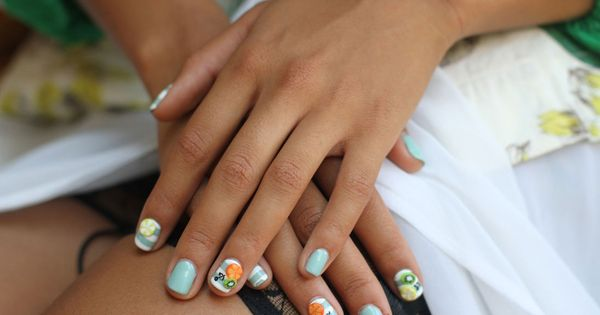 Hannah Bronfman's summer fruit nails. Fresh. (via http://stylelikeu.com/)