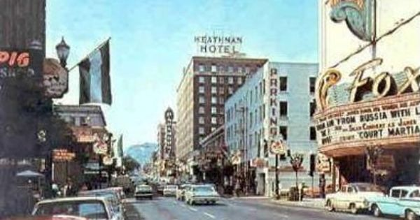 Looking South On Broadway Fox Theatre On Right C 1963 Heathman Hotel And Paramount Theatre In The Background Also Had Org Paramount Theater Portland Theatre