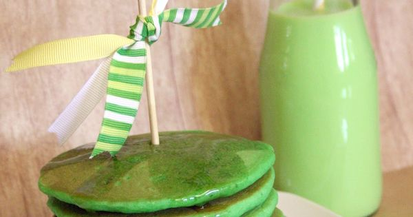 Green! Pancakes, Smoothie and don't forget the tablecloth and napkins' {Silverware and