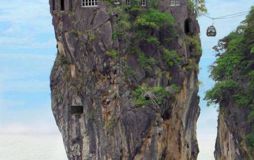 strange, amazing, odd, unusual house