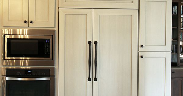 Best These Shaker Style Antique White Cabinets With A Brushed 640 x 480