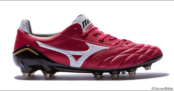 Mizuno Have Updated Their Prestigious Made In Japan Edition Morelia Neo Soccer Cleats By Dropping A Splash Of Wine On The Premium Silo The Chuteiras Futebol