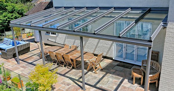A glass veranda can create the perfect outdoor entertainment area idee n voor het huis - Outdoor patio ideeen ...