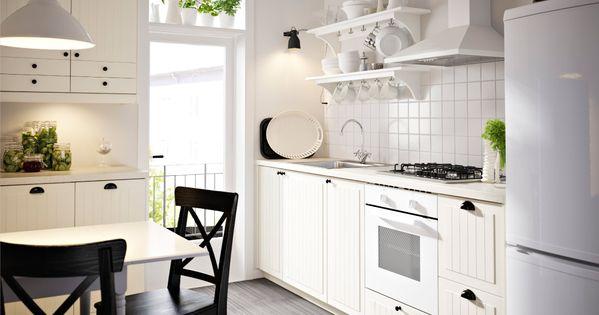 Küche mit weissen KROKTORP Schubladenfronten und Türen sowie ... | {Ikea küchen landhaus weiß 30}