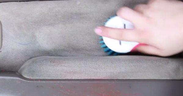 Clean A Dirty Car With This Nontoxic Diy Spray Bilar St Dning Och G R Det Sj Lv