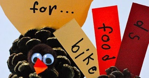 Love these happy little turkeys! Perfect craft for the kids' table. Linda