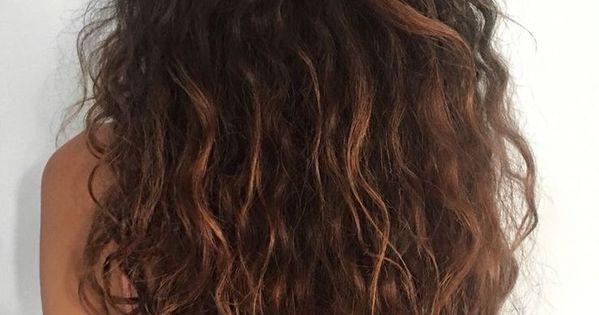 Pinterest A U L I N Nagelmode Nailfashioncurls Pinterest Lockige Frisuren Kurze Lockige Frisuren Lockige Haare