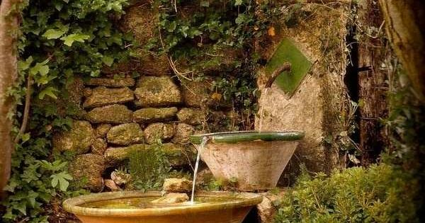 stein garten brunnen vintage mit efeu bewachsen gartendeko brunnen pinterest efeu brunnen. Black Bedroom Furniture Sets. Home Design Ideas