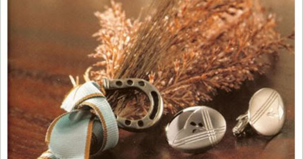 Love the mini horseshoe on this boutonniere - perfect for Western or