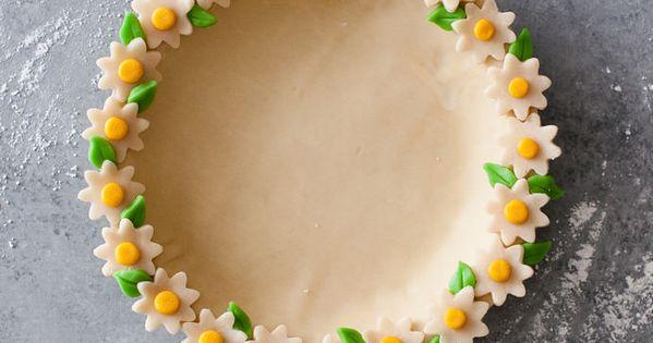 Daisy Chain Cake Slice