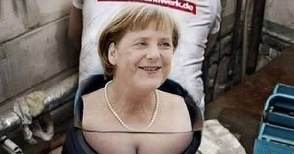 Le plombier allemand est plein d humour m me avec merkel for Plumber t shirt cleavage