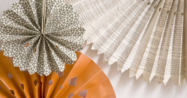 DIY Paper Wheels Backdrop via Ruffled. DIYCrafty photobooth reception >> I am