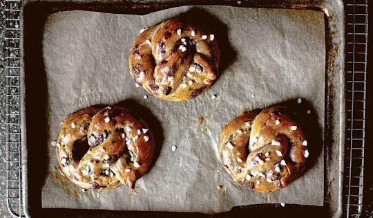 chocolate chi[ brioche pretzels // comfort food // dessert