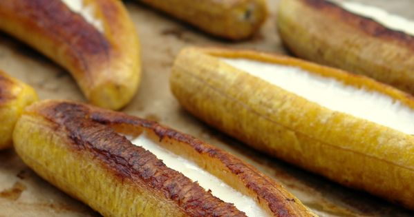 O MY GOODNESS! Ripe plantains stuffed with cheese--I want to try this