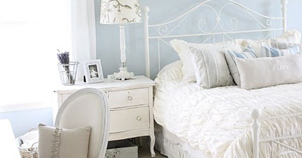 Shabby Chic Bedroom Design, I love the brightness and simplicity. Cute as