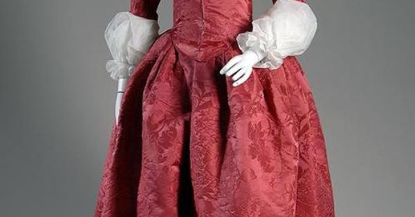 eMuseum - Robe à l'anglaise Medium: Red silk damask Date: c.1775 Country: