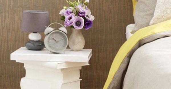 diy idee nachttisch aus alten b chern basteln basteln selber machen und deko. Black Bedroom Furniture Sets. Home Design Ideas