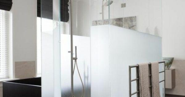 Murs plexiglas pour la salle de bain cabine de douche for Mur en verre salle de bain