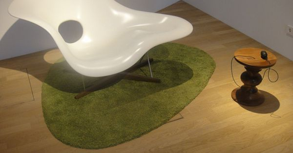 La Chaise Designed By Charles And Ray Eames For A Moma Competition In 1948 Produced By Vitra Charles Ray Eames Design Eames