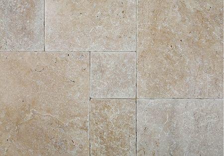 Versailles pattern tiles cafe light tumbled travertine tile travertine versailles for Travertine leroy merlin