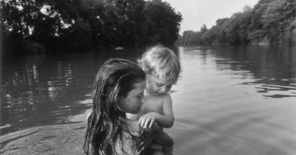 Isaac S First Swim Lambton County Ontario Canada 1996 Foto Larry Towell Magnum Photos