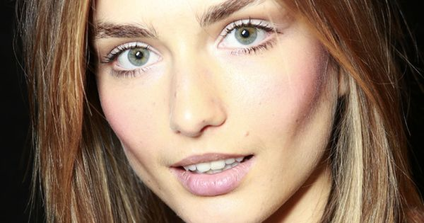 Andreea Diaconu En 10 Make Up Long Bob Bobs And