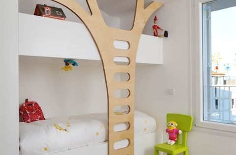Tree ladder for kids' room